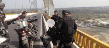 Policías evitaron que jovencito se lanzara del Puente Tampico