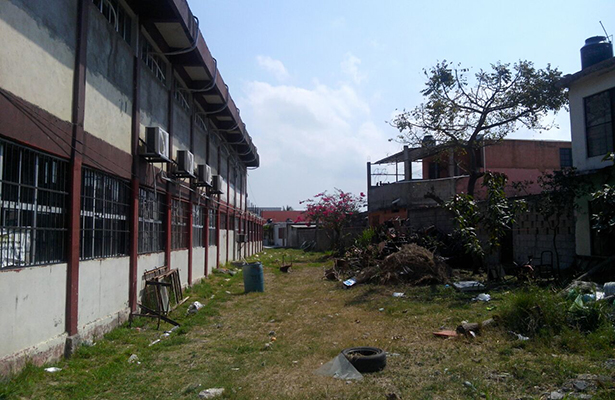 Secundaria en Altamira sirve de patio trasero a 20 vecinos de fraccionamiento