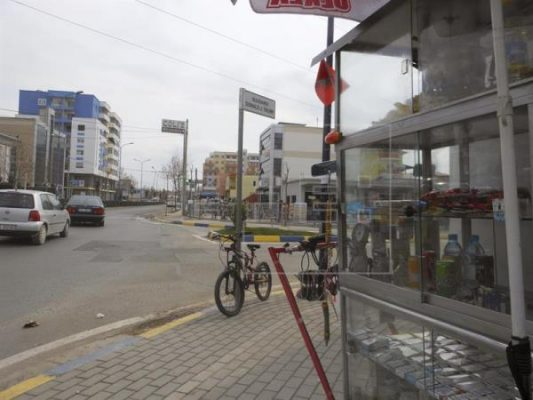 Ciudad albanesa dedica una calle a Donald Trump