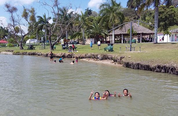 """Disfrutan familias fin de semana largo en Parque """"Fray Andrés de Olmos"""""""
