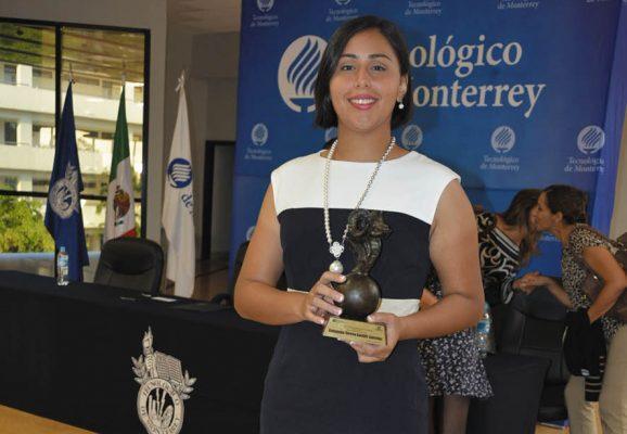 """Reciben honores en el Tec de Monterrey entregan el  """"Borrego de Oro"""""""