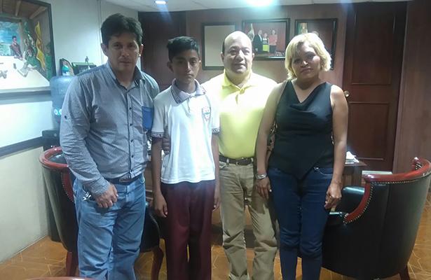 Alumno de Primaria acudirá a la Olimpiada Estatal del Conocimiento Infantil en Xalapa