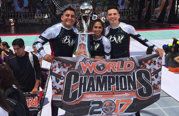 Casandra, Christian e Iván, Campeones