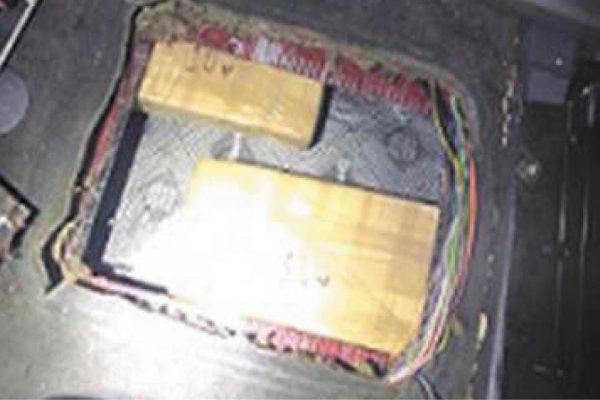 Policía Federal localiza más de 10 kilos de aparente droga oculta en la carrocería de un vehículo, en Tamaulipas