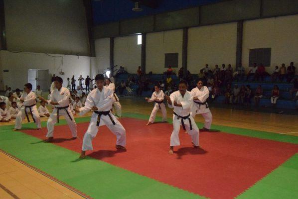 Celebran promoción de grados las escuelas Club Samoa Lima Lama