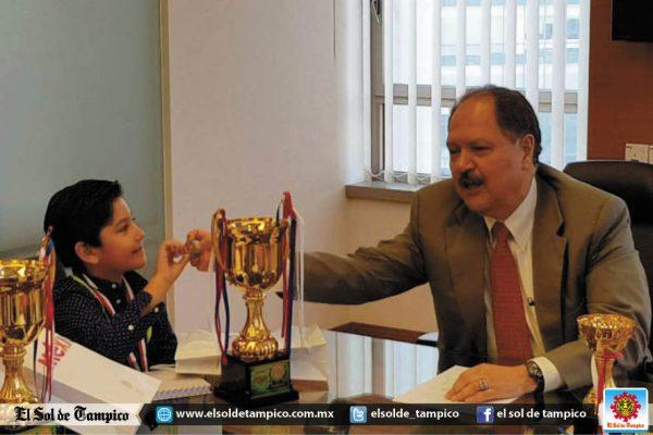 Cónsul de México en Malasia recibió a Gustavito