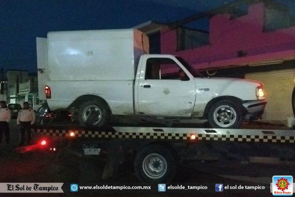 Choca camioneta repartidora de pan, responsable se da a la fuga