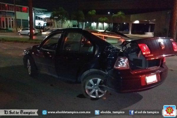 Conductora destrozó su auto