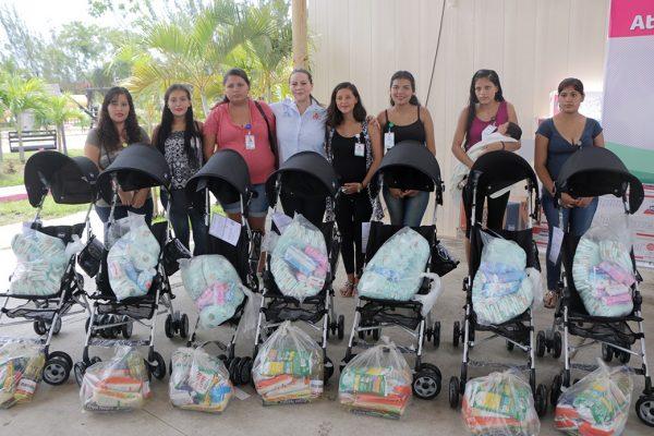 Entrega apoyos el DIF de Altamira a madres adolescentes en las zonas urbana y rural