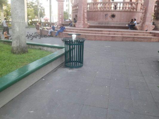 Instalan contenedores en la Plaza de Armas