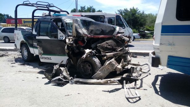 Policías heridos en carambola vehicular