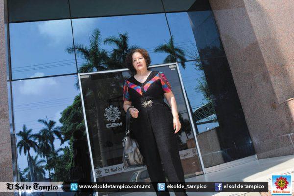 Visita nuestra casa editora la distinguida diseñadora de moda Dolores Rodríguez