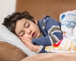 Dormir más de 10 horas eleva riesgo de ACV e infarto
