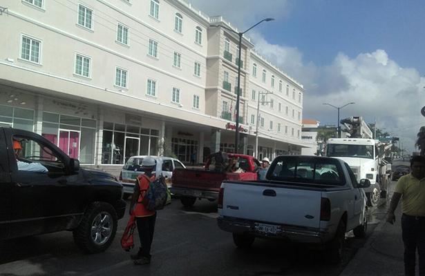 Camiones provocan caos vial en la Avenida Hidalgo