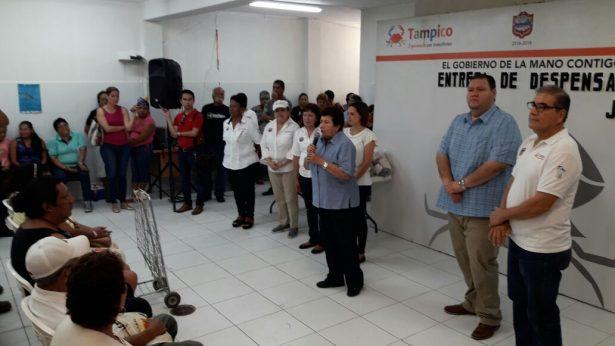 Entrega Ayuntamiento de Tampico 800 despensas a despicadoras