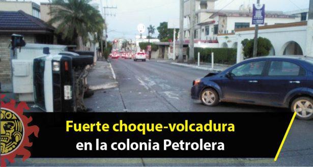 Fuerte choque-volcadura en la colonia Petrolera