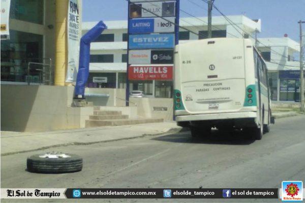 Momentos de pánico vivieron pasajeros de un microbús de la ruta Puertas Coloradas