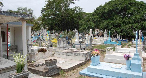 A más de un millón de pesos asciende el rezago de pago de convenios para sepultar a familiares