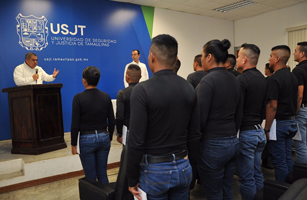 Se gradúan más policías en la USJT