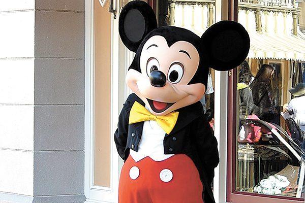 Acusan a Disney de rastrear información de niños a través de aplicación móvil
