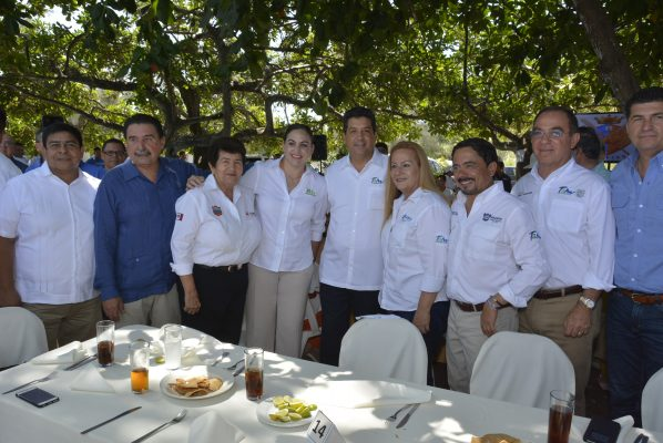 Asiste el Gobernador Francisco Javier García Cabeza de Vaca a Convivencia en el Club de Regatas Corona