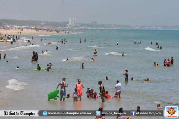 Disfrutaron las aguas de Miramar en verano 1.2 millones de paseantes