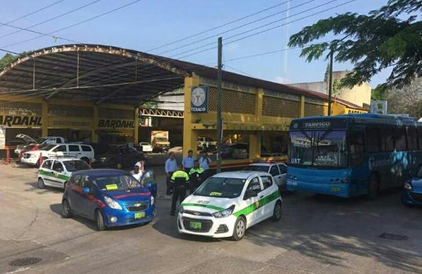 Choque entre unidades de transporte público en la Col. Rodríguez