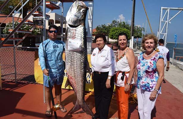 Arturo Fuentes, líder del Torneo de la Pesca del Sábalo hasta el momento
