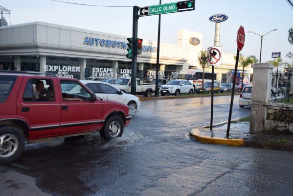 Se registra fuga de agua en la colonia Altavista