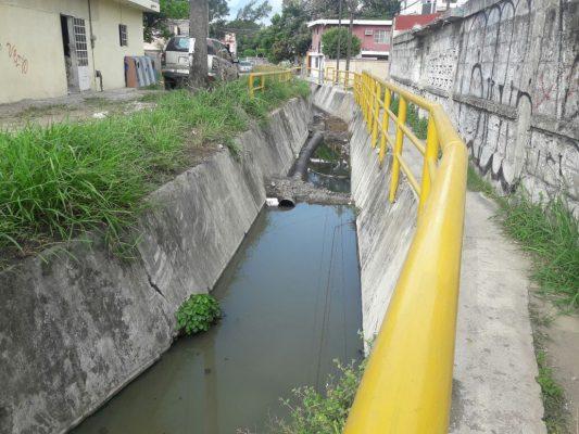 Piden acabar con escurrimientos de aguas negras en la Col. Santo Niño