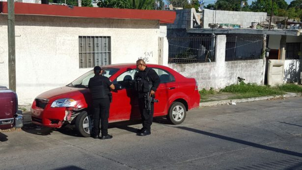 Recupera la PEA dos automóviles con reporte de robo