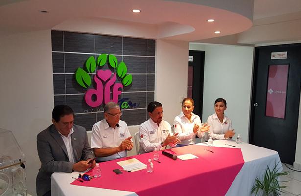 Rotarios efectúan donación al DIF Madero