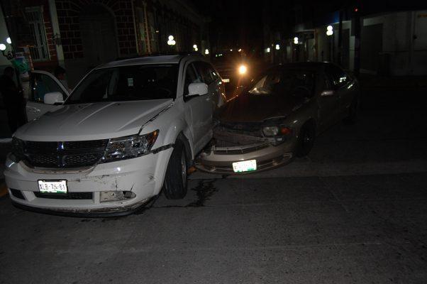 Conductora protagoniza aparatoso accidente vial