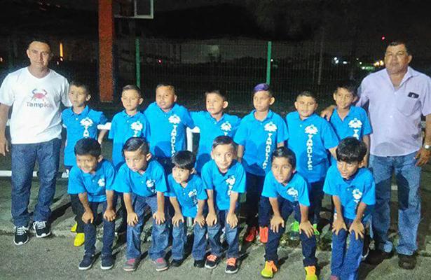 Viaja el equipo Orgullo Jaibo rumbo al Campeonato Nacional de Futbol Sub-8
