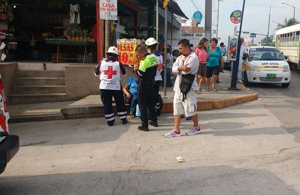 Motociclista atropella a mujer en la colonia Nuevo Progreso
