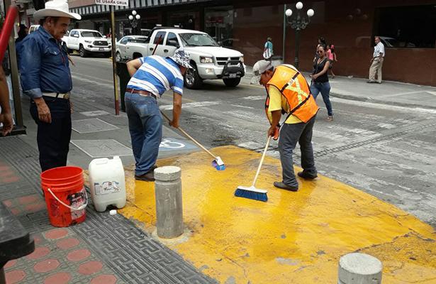 Servicios Públicos realiza trabajos de limpieza en la zona centro