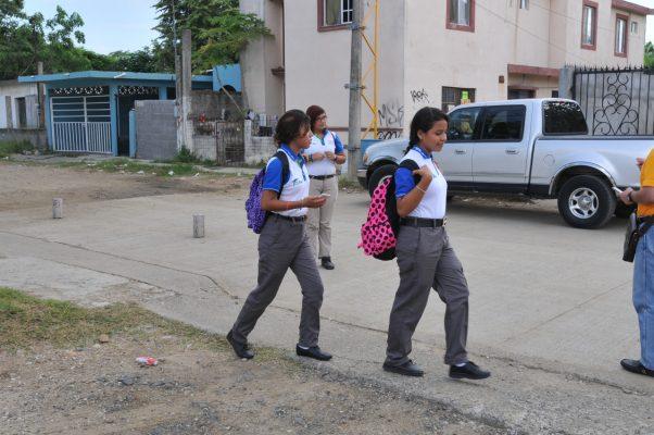 Molestia entre estudiantes por cambio de uniforme
