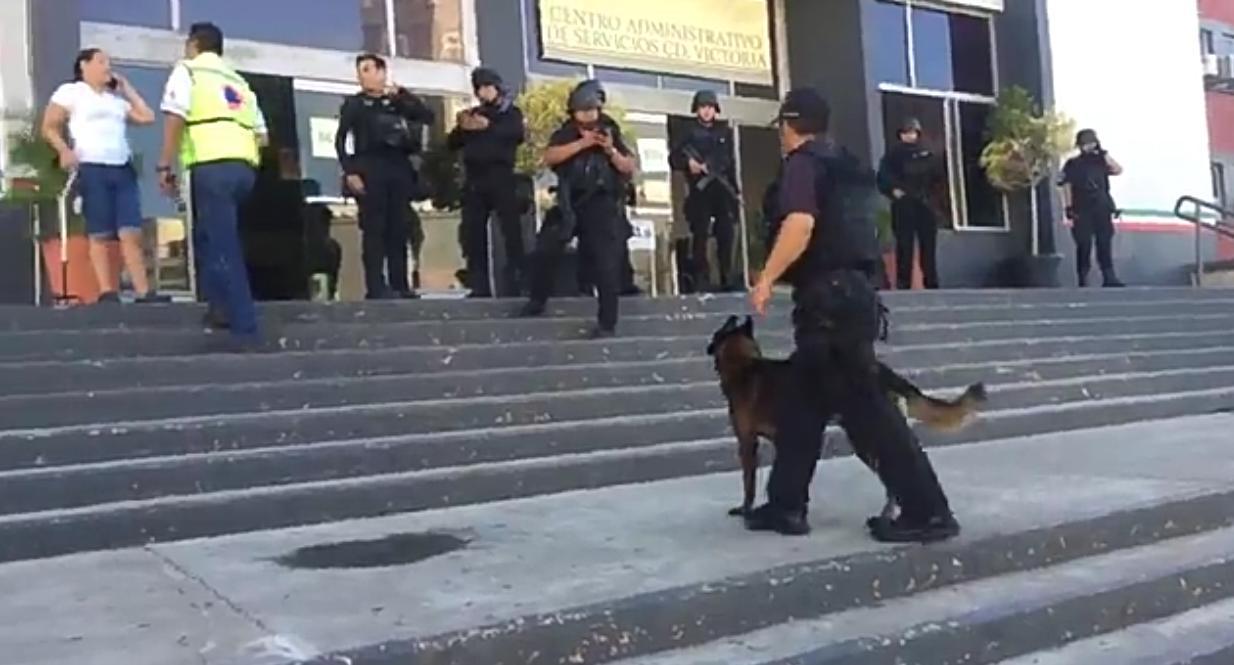 Resultado de imagen para Reportan amenaza de bomba en Palacio Federal de Victoria