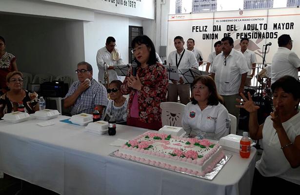 Festejan el Día del Adulto Mayor en Tampico