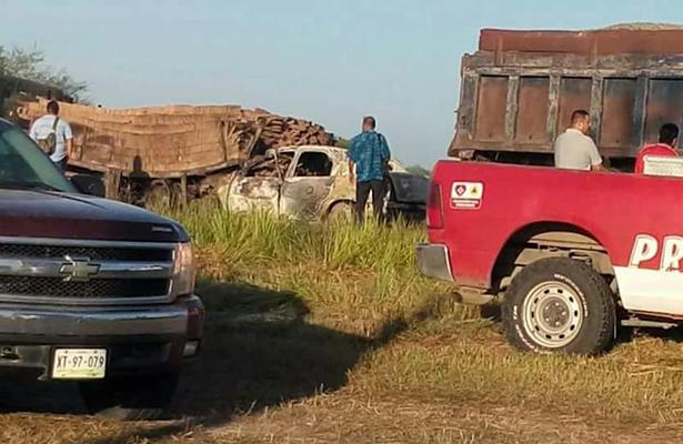 Mueren dos profesionistas en espantoso accidente carretero