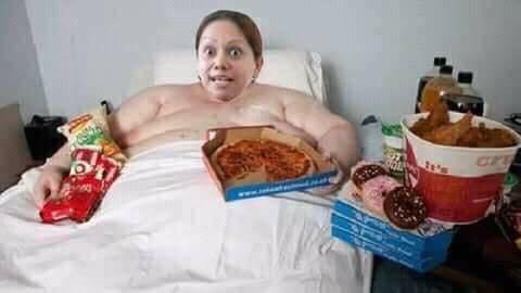 #LadyPizza hace escándalo por perder promoción
