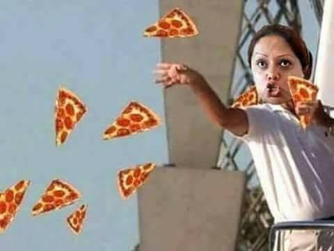 Arma zafarrancho por promoción de pizza — Lady Little Caesars