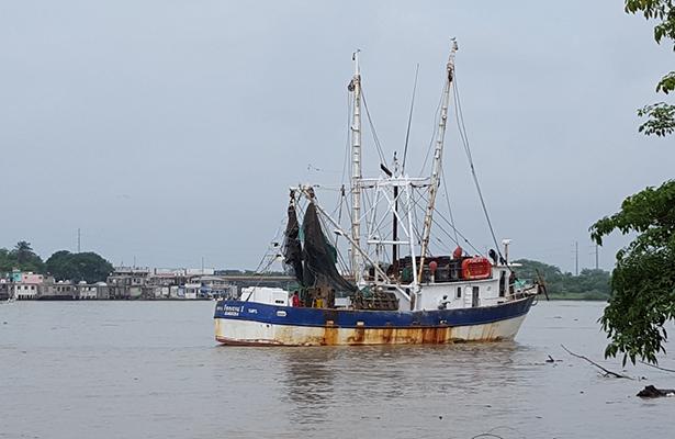 Familias de pescadores recurrirán a prestamos para afrontar la ampliación de veda del camarón
