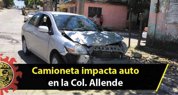 Camioneta impacta auto en la Col. Allende