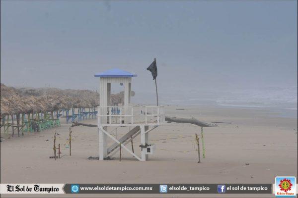 Playa Miramar cerrada y con accesos inundados