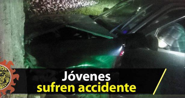 Jóvenes sufren accidente