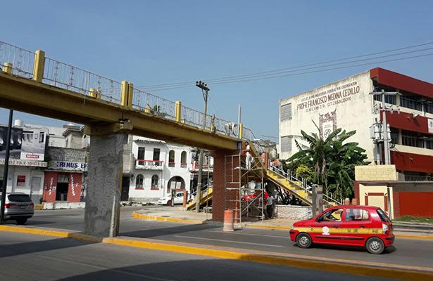 Importante avance en trabajos de remozamiento de puente peatonal
