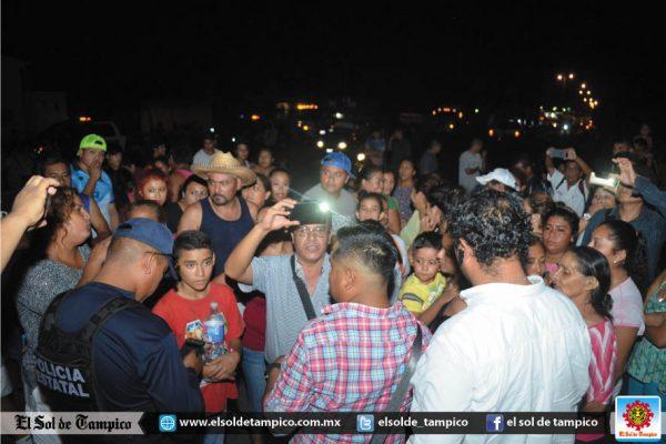 Residentes del sector El Moralillo, Veracruz bloquearon la carretera Valles-Tampico