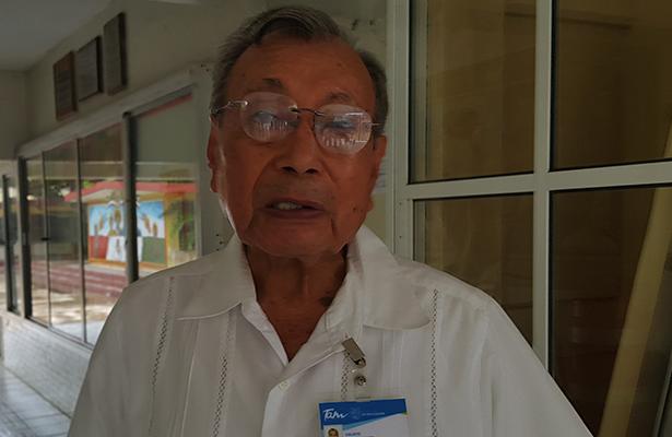 Calixto Méndez Gómez, director del plantel desde septiembre de 1979.