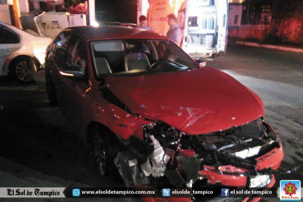 Accidente vial en la calle Loma de Castilla ocasiona cuantioso daños